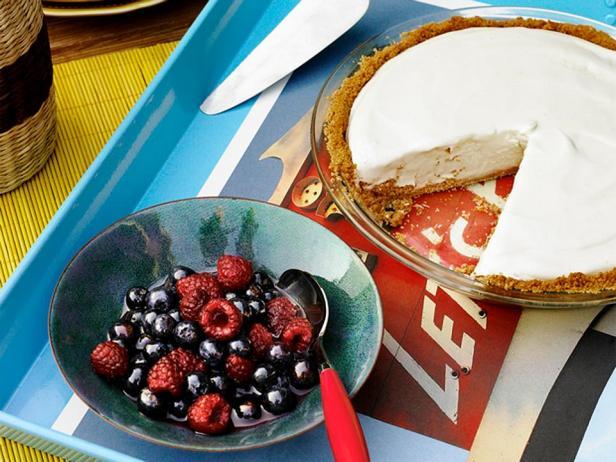 Фотография блюда - Пирог с замороженной лимонной начинкой