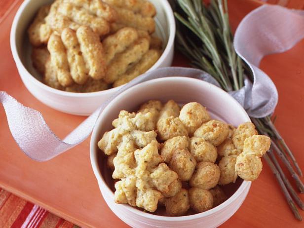 Фото Сырное печенье с розмарином из шприц-пресса