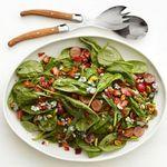 Тёплый салат из шпината