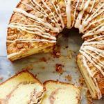 Кекс с ореховой посыпкой