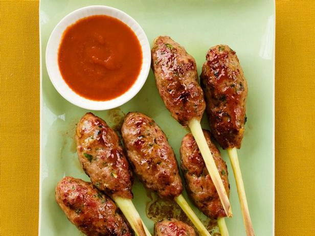 Фотография блюда - Котлеты на палочках из лемонграсса