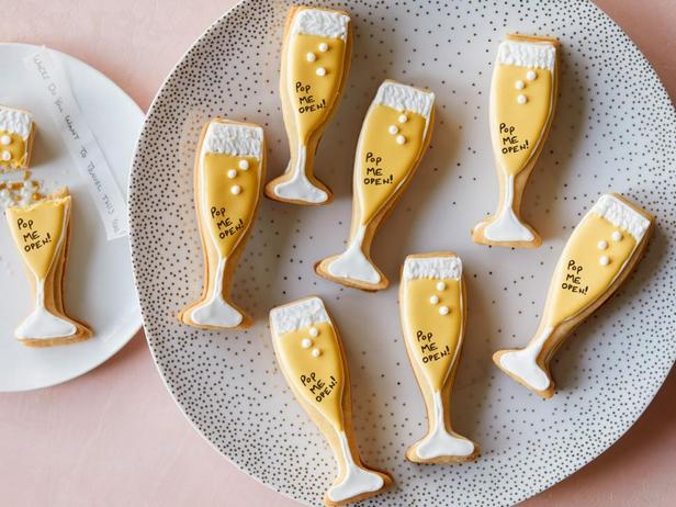 Фотография блюда - Новогоднее печенье с предсказаньями