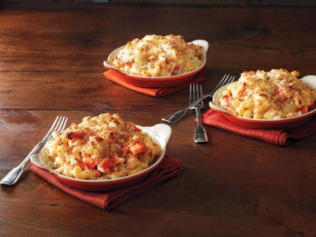 Фотография блюда - Запеченные в сырном соусе макароны каватаппи с мясом омара