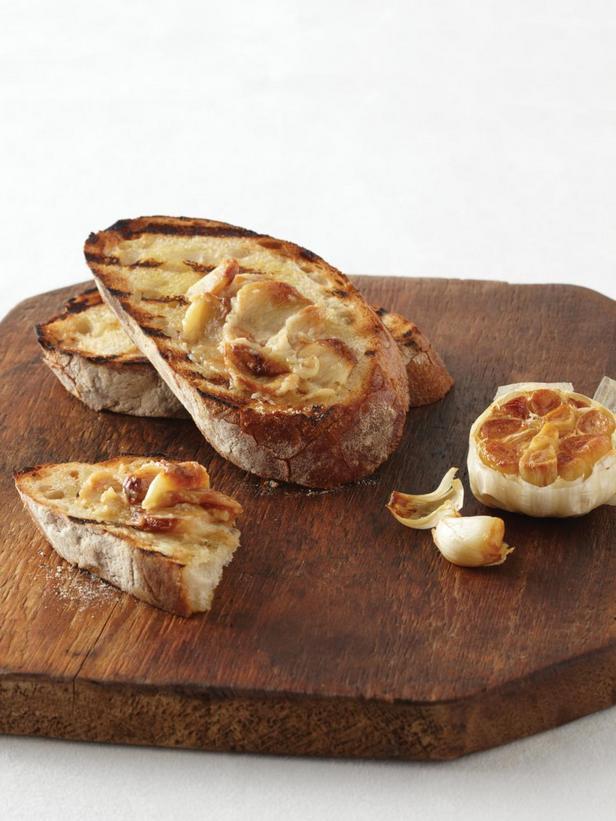 Фотография блюда - Брускетта с печёным чесноком
