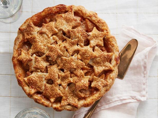Фотография блюда - Пирог со звёздами и грушевой начинкой