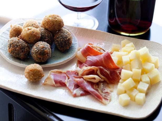 Фотография блюда - Жареные в панировке оливки