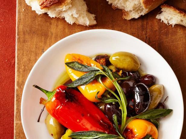 Фотография блюда - Жареные перцы с маслинами