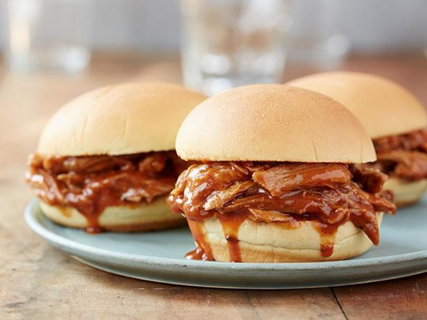 Фотография блюда - Рваная свинина в соусе барбекю в медленноварке