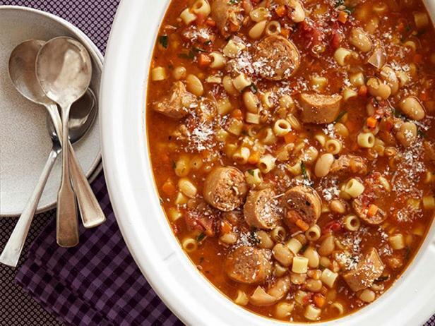 Фотография блюда - Рагу с колбасой и макаронами