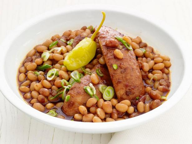 Фотография блюда - Барбекю из колбасок с фасолью в медленноварке