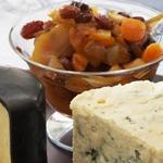 Сырная тарелка с зимним компоте из сухофруктов