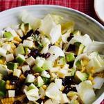 Лёгкий салат с яблоками и кукурузой