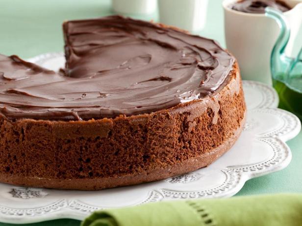 Фото Шоколадный пирог с карамелью и мятной пропиткой