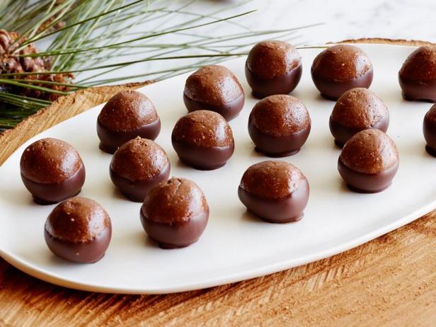 Фото Шоколадные конфеты с цельным фундуком