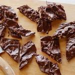 Шоколадная плитка с сушёной клюквой, миндалём и цедрой мандарина