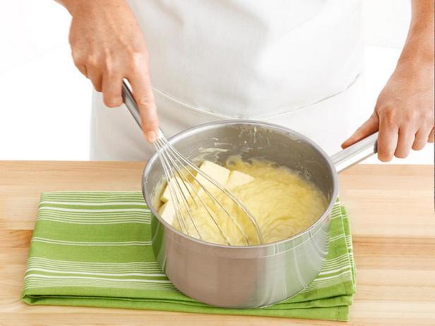 Крокембуш – торт из профитролей