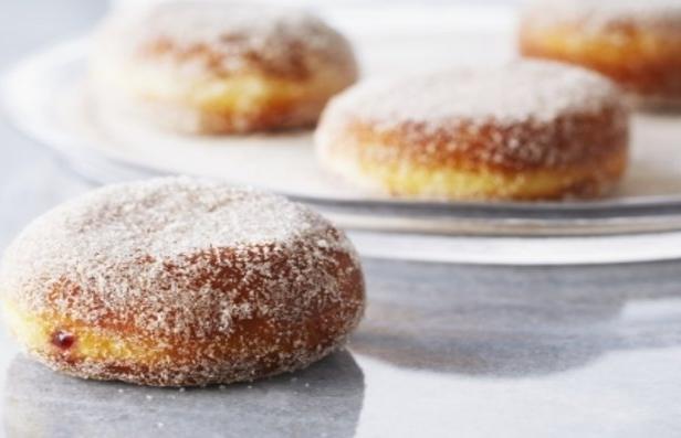 Фото Пончики с малиновым джемом