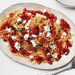 Паста капелли д'анджело с вялеными томатами и козьим сыром