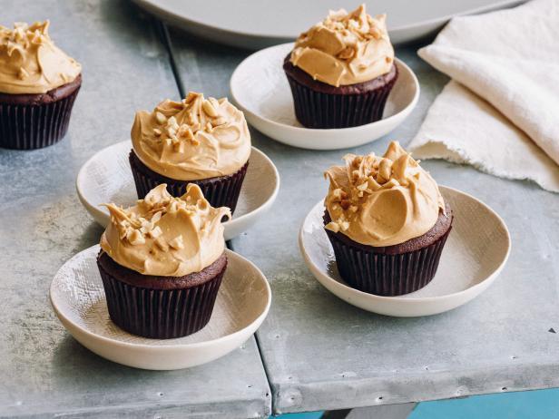 Фото Шоколадные капкейки с арахисовой глазурью