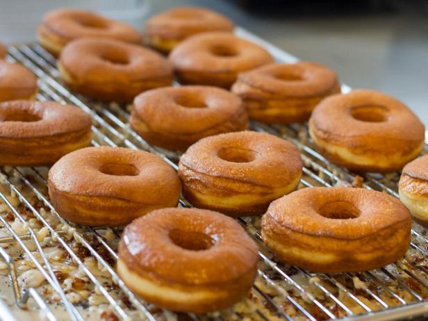Фото Пончики без дрожжей с кленовой глазурью