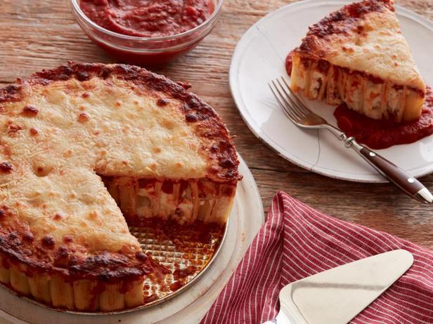 Фото Начиненный рикоттой пирог из ригатони с мясным соусом