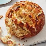 Сырный хлеб с 4 видами сыра и печёным чесноком