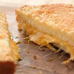 Хрустящий горячий сэндвич с сыром