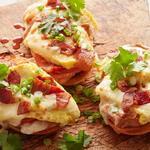 Горячие бутерброды Мольетес с яичницей и беконом