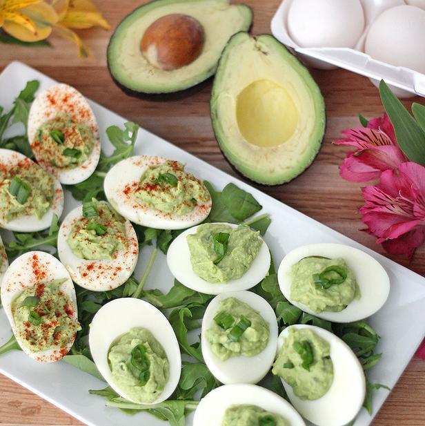 Фото Дьявольские яйца с авокадо