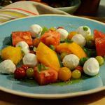 Капрезе с помидорами и моцареллой боккончини