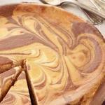 Шоколадно-ирисовый мраморный чизкейк