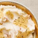 Картофельное пюре с сыром и запеченным чесноком
