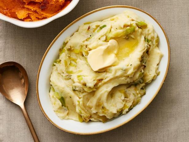 Фото Картофельное пюре с жареным луком-пореем