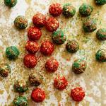 Финиковые шарики с карамелью без выпекания