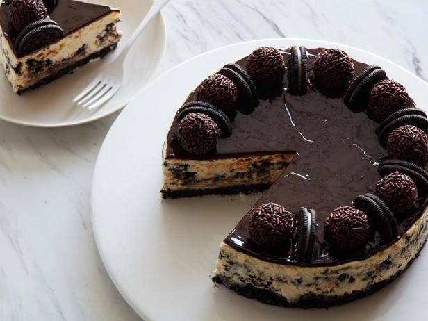Фото Чизкейк с печеньем Oreo и шоколадной глазурью