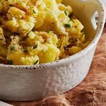Толчёная картошка с сыром и зелёным луком