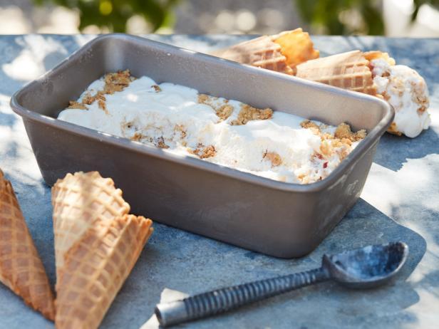 Фото Мороженое с мёдом, арахисовой пастой и перцем чили без мороженицы