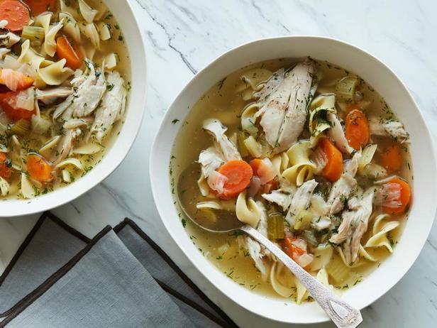 Фотография блюда - Куриный суп с лапшой в мультиварке