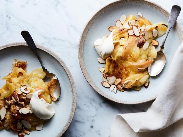 Фотография блюда - Карамельный клафути с яблоками и грушами в мультиварке