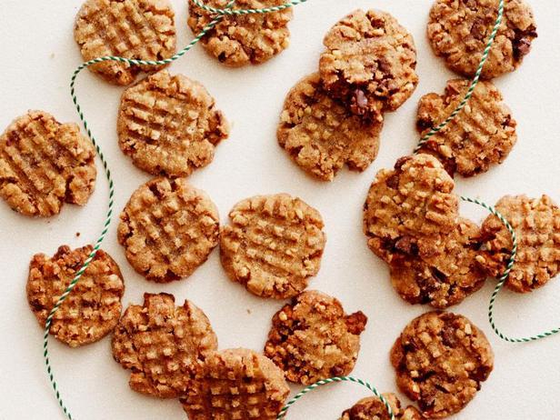 Фото Безглютеновое печенье с арахисовой пастой и кусочками шоколада
