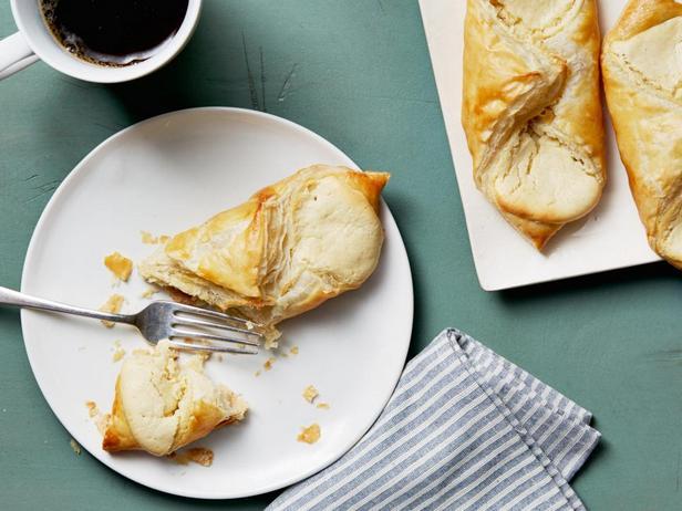 Фотография блюда - Даниш - простая сладкая слойка с сыром