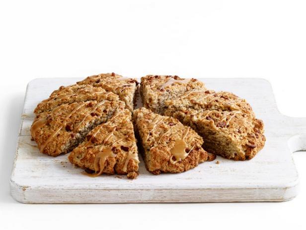 Фотография блюда - Большие сконы с орехами пекан и кленовой глазурью