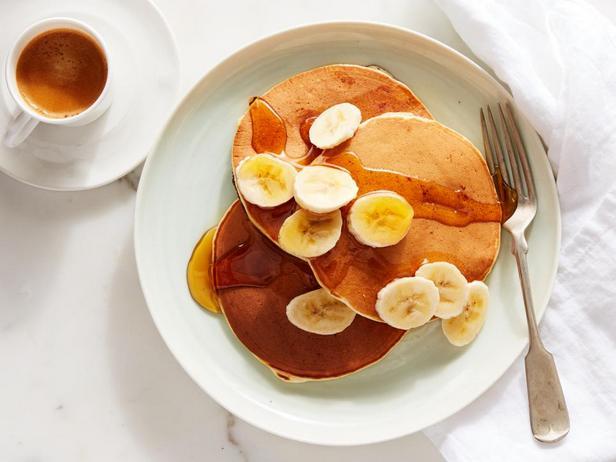 Фотография блюда - Банановые панкейки на сметане