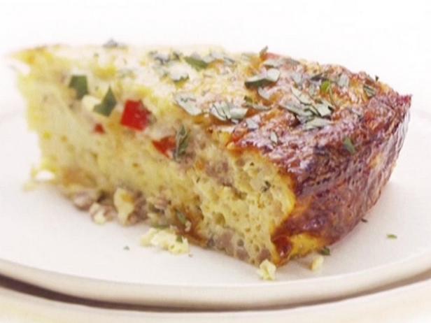 Фотография блюда - Омлет в духовке с колбасой и сыром