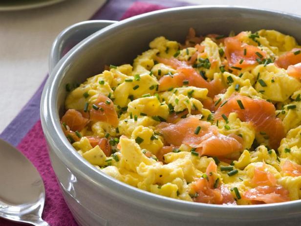 Фотография блюда - Омлет с копченым лососем