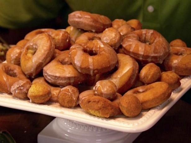 Фотография блюда - Пончики без дрожжей с кленовой глазурью