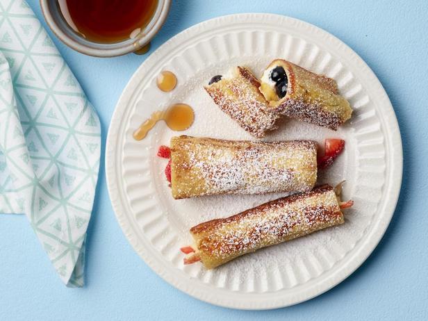 Фотография блюда - Французские тосты в виде рулетиков