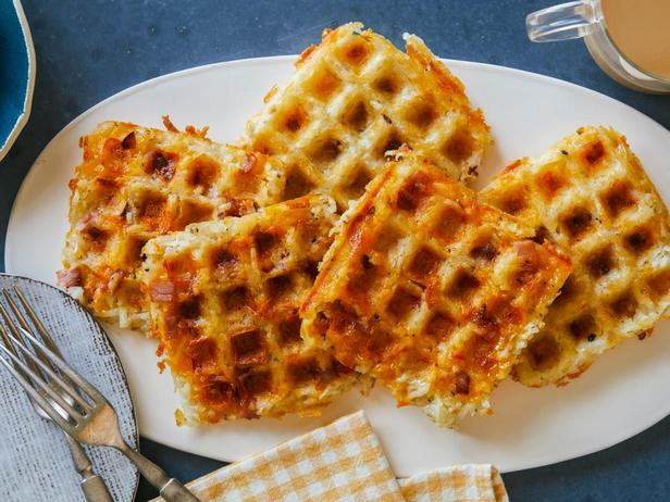 Фотография блюда - Картофельные оладьи Хашбраун в вафельнице