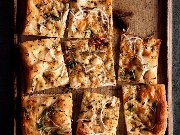 Фотография блюда - Фокачча с луком и зеленью