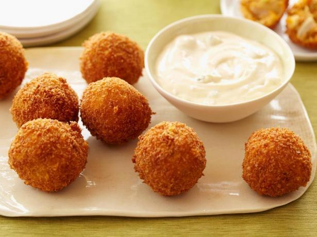 Фотография блюда - Куриные шарики с сыром